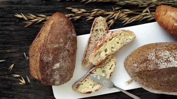 Thumbnail for Frisch zubereitetes traditionelles italienisches Ciabatta gebackenes Brot 02
