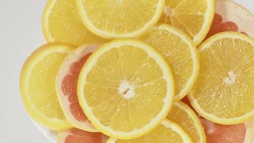 Grapefruitscheiben und Orangenscheiben
