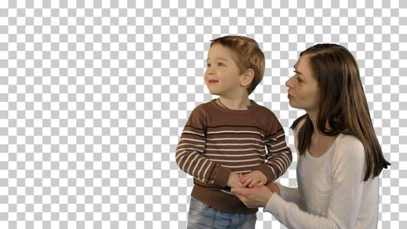 Thumbnail for Foto von der glücklichen jungen Familie mit Kindern, Alpha Channel