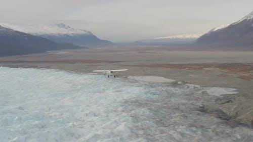 Hubschrauber-Luftaufnahme von Alaska Stadt, Drohne