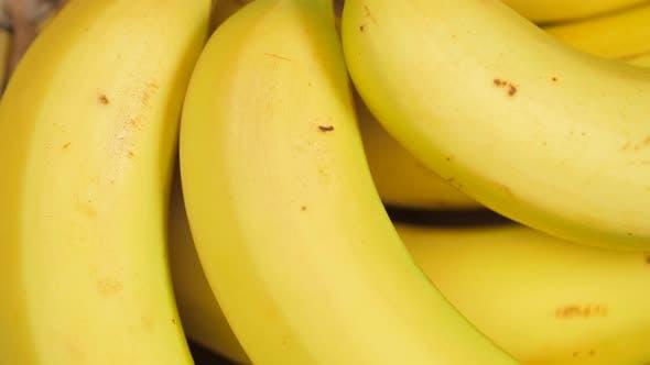 un bouquet de bananes jaunes filature 03