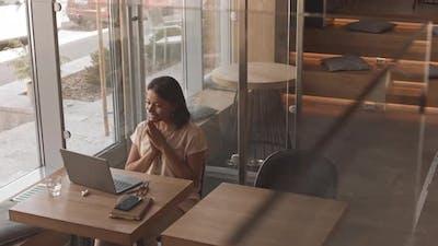 Freelancer Videocalling in Cafe