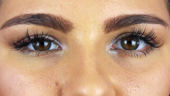Thumbnail for Nahaufnahme auf weiblichen Augen