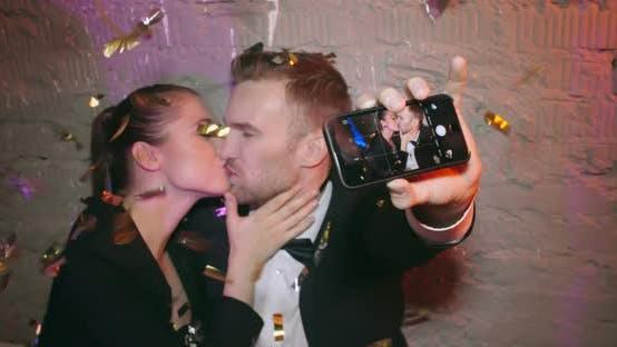 Thumbnail for Selfie küssen