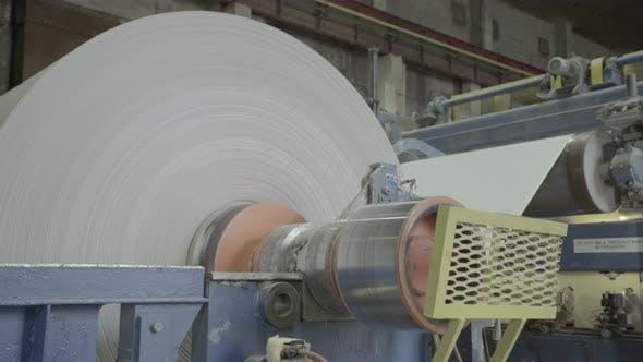 Thumbnail for Die Arbeit der Maschine der Papierfabrik. Kiew.  Ukraine