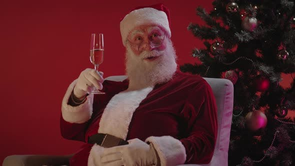 Weihnachtsmann gratulieren zum neuen Jahr und frohe Weihnachten