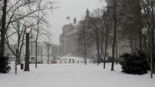 Winter hyper lapse walk through the Berlin Tiergarten