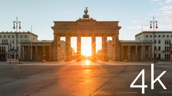 Sunrise timelapse at the Brandenburg Gate in central Berlin in 4k