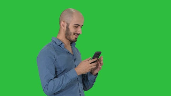 Cover Image for Casual arabic businessman using the phone and smiling on