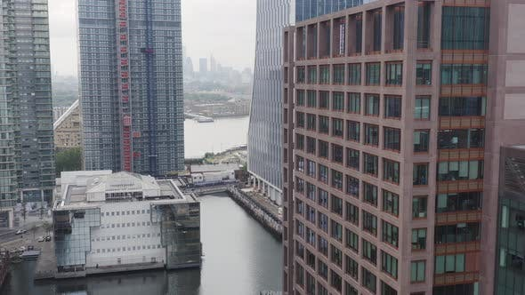 London Docklands and its Modern Corporate Buildings