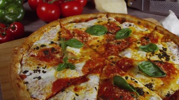 Cover Image for Fresh Baked Margherita Pizza 87