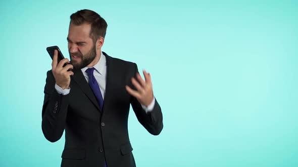 Thumbnail for Geschäftsmann schreien auf dem Handy. Nervenzusammenbruch bei der Arbeit, Schreien in Wut