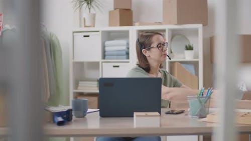 Saleswoman Consulting Online Buyer