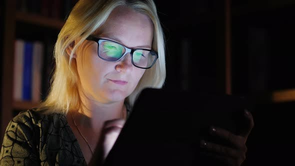Cover Image for The Middle-aged Woman Works Until Late, Enjoys a Tablet
