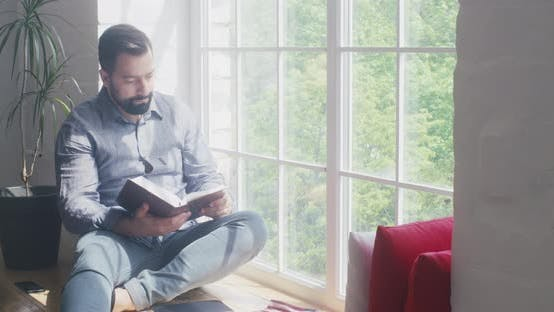 Cover Image for Man Reading the Bible at Home