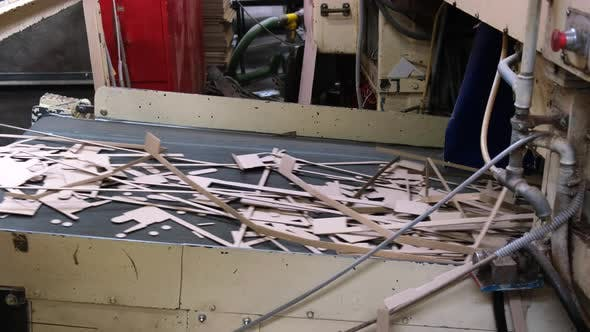Machine carves cardboard boxes from sheets of cardboard. Manufacture of cardboard boxes.