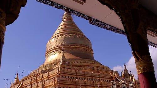 Huge Pagoda in Bagan. Shwezigon Pagoda.