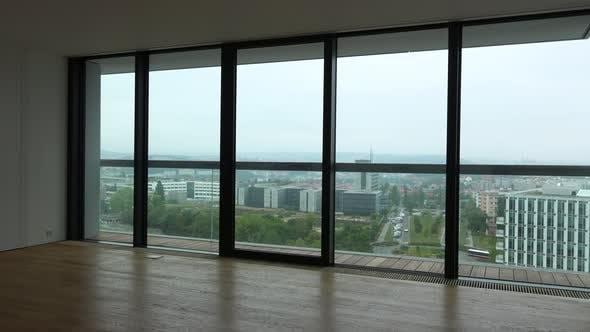 Thumbnail for Ein Balkon einer leeren Wohnung