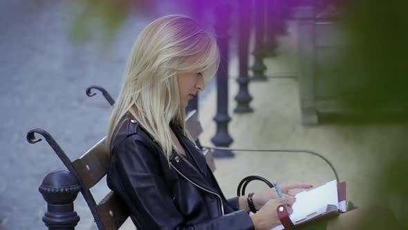 Cover Image for Beautiful Girl in the City Street