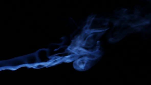 Thumbnail for Fumée bleue sur fond noir