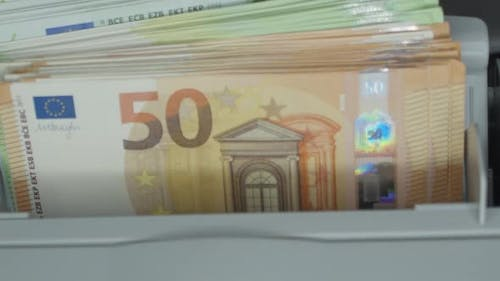 Counting Euro Banknotes an Electronic Money Counter
