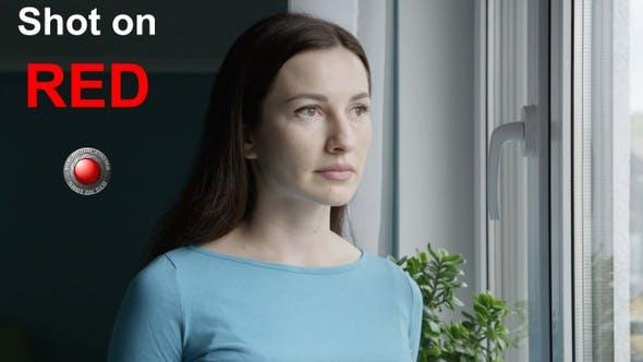 Porträt von Frau mit Troubled traurig Neutral Gesicht