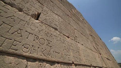 Alte historische Steininschrift der antiken Zivilisationsstadt vor Christus