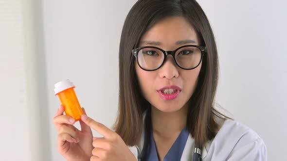 Thumbnail for Chinesischer Arzt erklärt Pillen