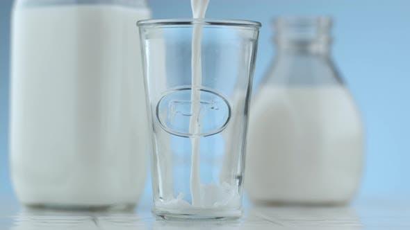 Thumbnail for Milk pouring and splashing in slow motion; shot on Phantom Flex 4K at 1000 fps