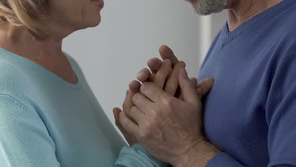 Cover Image for Elderly couple enjoying each other, beginning of relationship in adulthood