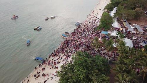 Trotz Coronavirus COVID-19 nehmen Massen an der religiösen Hindu-Veranstaltung teil