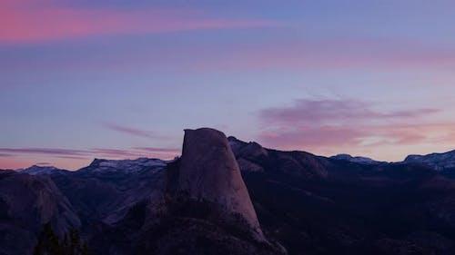 Zeitraffer der erstaunlichen Half Dome im Yosemite National Park