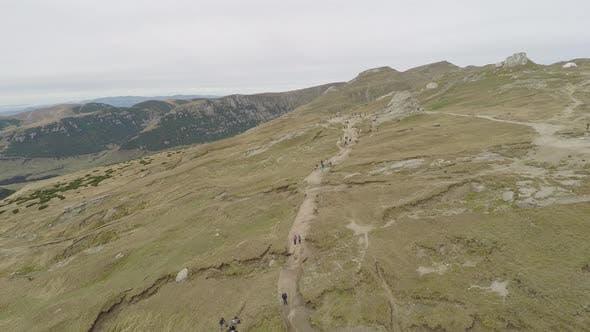 Luftaufnahme des Bucegi-Plateaus in Rumänien