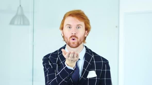 Thumbnail for Fliegender Kuss für Liebe von Redhead Geschäftsmann