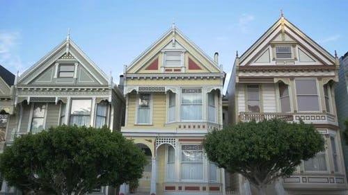 Häuser auf einer Straße