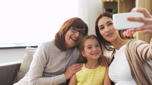 Cover Image for Mother, Daughter and Grandmother Taking Selfie