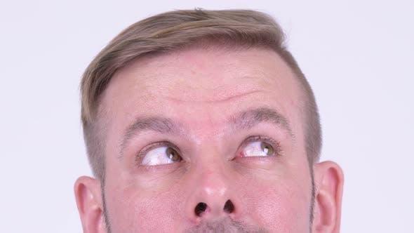 Augen des Blonden Mannes Denken