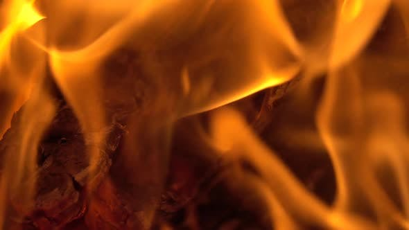 Thumbnail for Brennendes Feuer Nahaufnahme im Kamin Zeitlupe