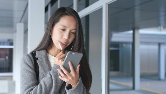 Cover Image for Woman talk to mobile phone on hand free
