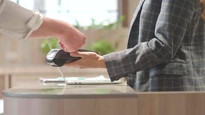 Customer use credit card scanner machine at cashier