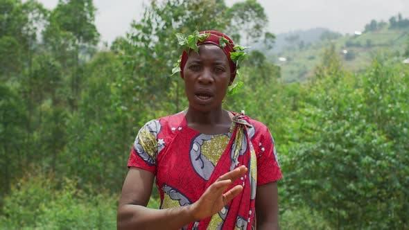 Thumbnail for Afrikanische Frau winkt Hand