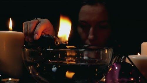 Prophezeiungsritual mit Kerze