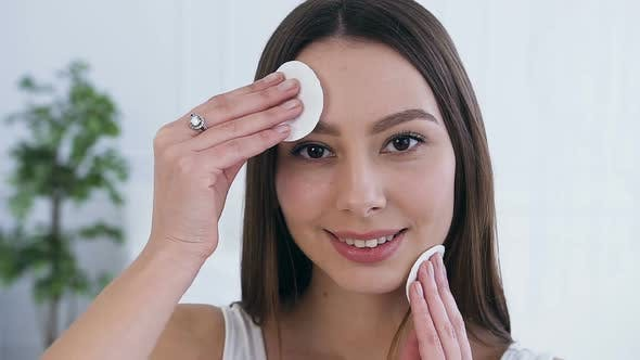 Cover Image for Attractive Young Woman Using Cotton Pads