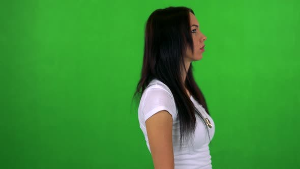 Cover Image for Young Pretty Woman Walks and Thinks About Something - Green Screen - Studio