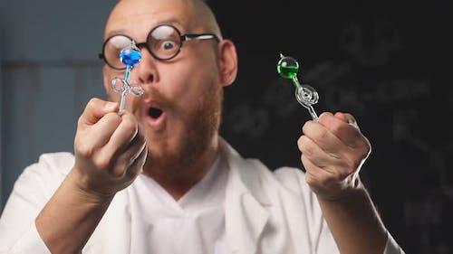 Ungewöhnliche Showentertainment eines verrückten Chemikers