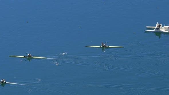 Wassersportwettbewerb, Rettungsteam Ausschau nach Ruderer, Aktiver Lebensstil