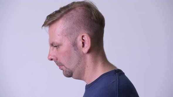 Cover Image for Head Shot Profile View of Blonde Man Looking Up