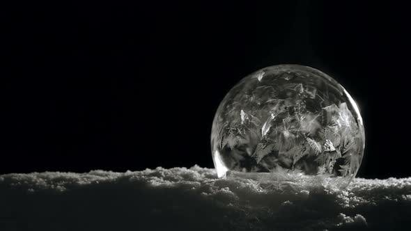 Cover Image for Ice Crystal Freezing Slow