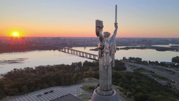 Thumbnail for Monument Mutterland am Morgen. Kiew, Ukraine. Luftaufnahme