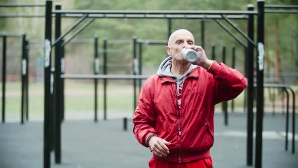 Cover Image for Senior Sportsman Drinking Water